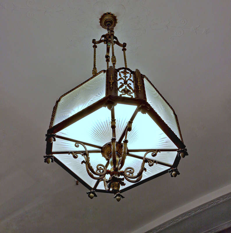 Young Quinlan Building -- light fixture